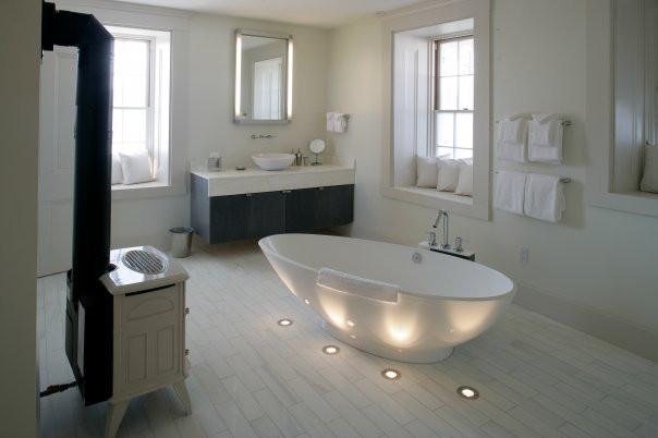Stone House Guestroom Bath