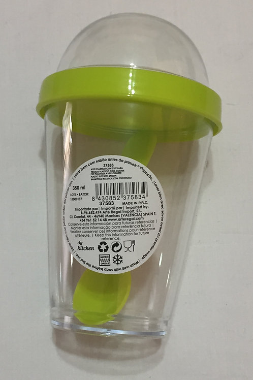 Vaso con cuchara verde