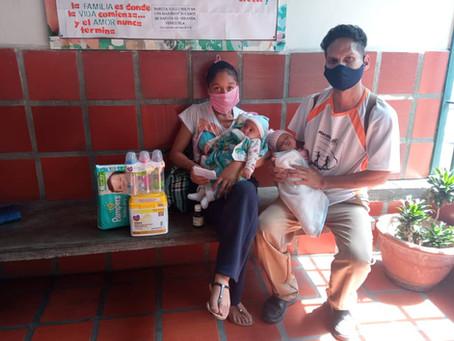 Donación para familia con dos pequeños niños gemelos