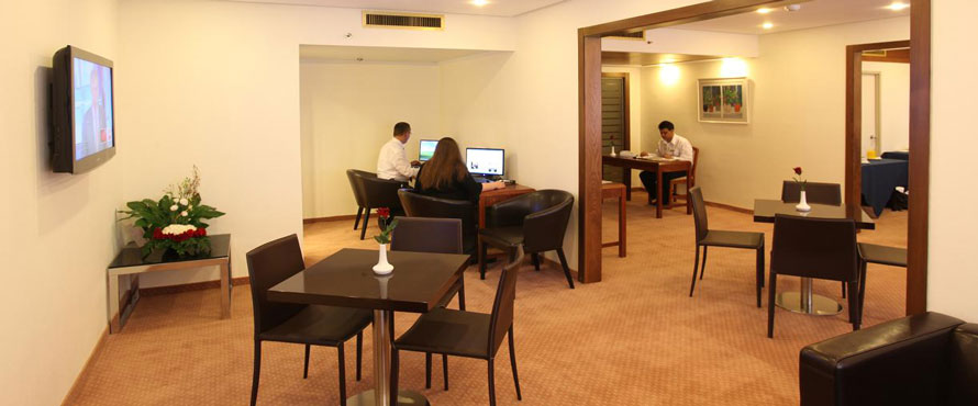 Ramada-Hotel-Jerusalem---Executive-Floor-guest-lounge890