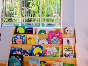 Có tủ sách ở nhà, giúp gia tăng khả năng ngôn ngữ và toán học của trẻ.