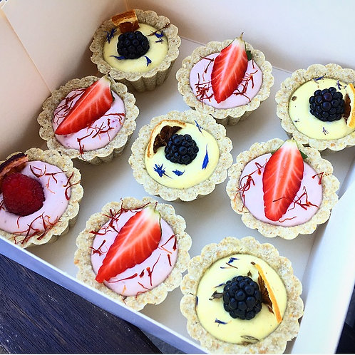 Raw vegan vanilla cupcakes