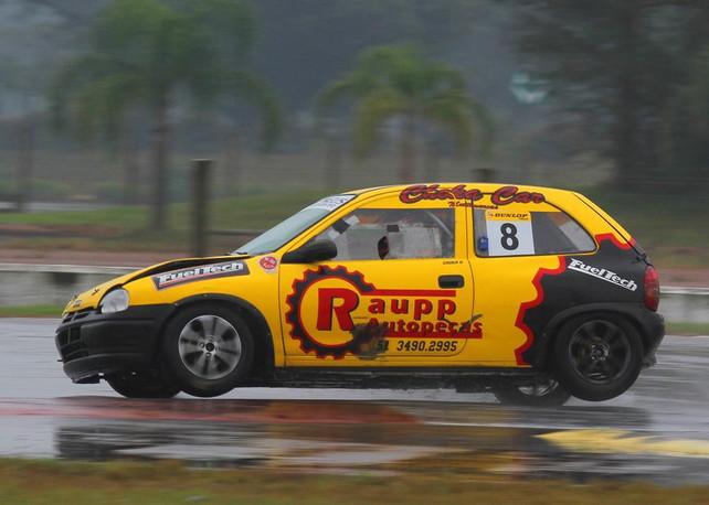 GAÚCHO: Chuva coloca pilotos em condições extremas no Velopark