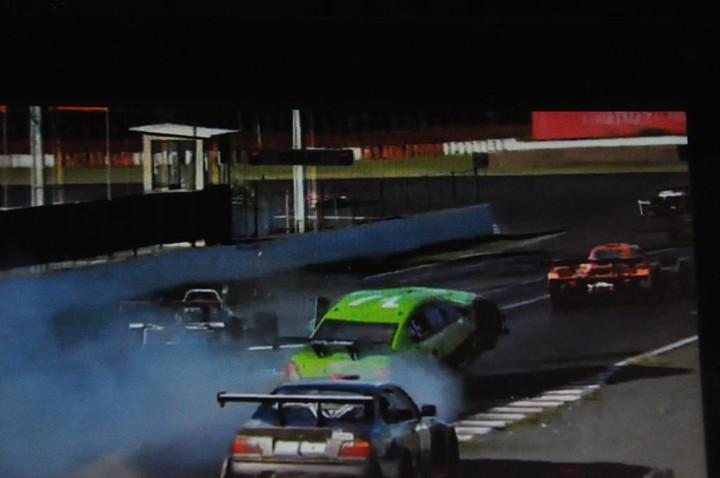 ENDURANCE: Acidentes e quebras deixam muitos carros fora da prova