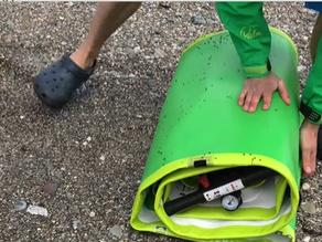 Hoe laat je de lucht uit een opblaasbare SUP en berg je deze op?