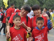 """爱无国界,温哥华岛纳奈莫""""超级英雄""""支援中国残疾弃孤"""
