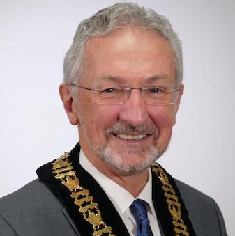 《岛报》对话纳奈莫市长Leonard Krog