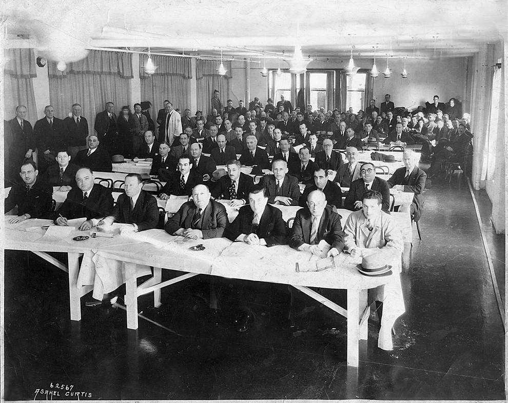 19世纪20年代早期在蒙特利尔皮毛拍卖会上的竞买者。来源:truthaboutfur.ca