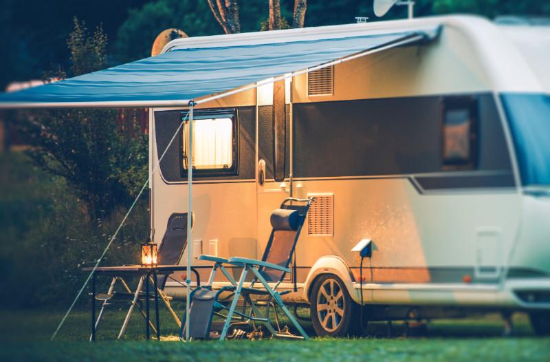 温哥华岛纳奈莫附近Gabriola岛上的房车营地。