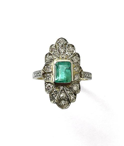 Edler Marquise-Ring mit Smaragd und Diamanten