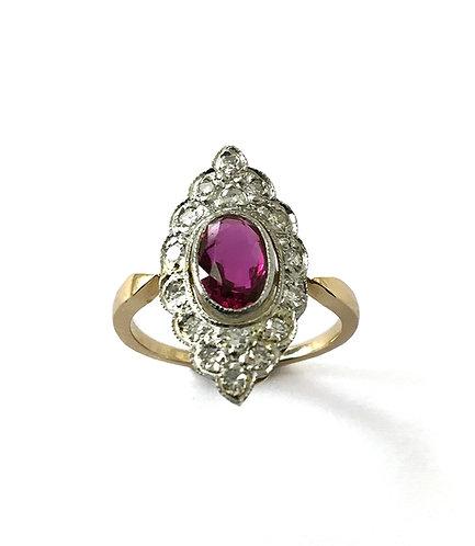Edler Marquise-Ring mit Rubin und Diamanten