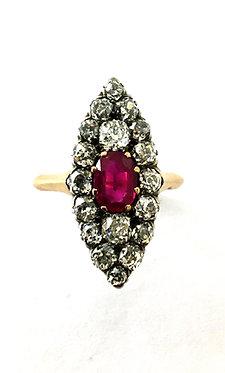 """Marquise-Ring """"Ruby Star"""" mit Rubin und Diamanten"""