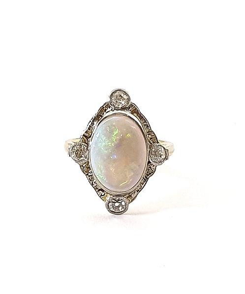 Edler Opal-Diamantring