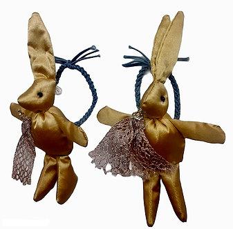 BROCH07 Par de ligas Conejo dorado
