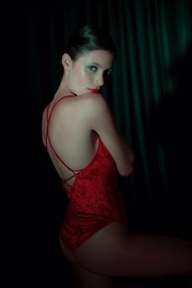 Deborah en rouge