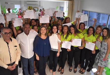 35 mujeres recibieron licencia de conducción luego de capacitarse para laboral en empresas de transp