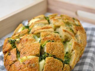 Pan relleno de queso, ajo y perejil ¡Fácil y delicioso