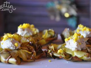 Alcachofas fritas con paté de manzana y brie
