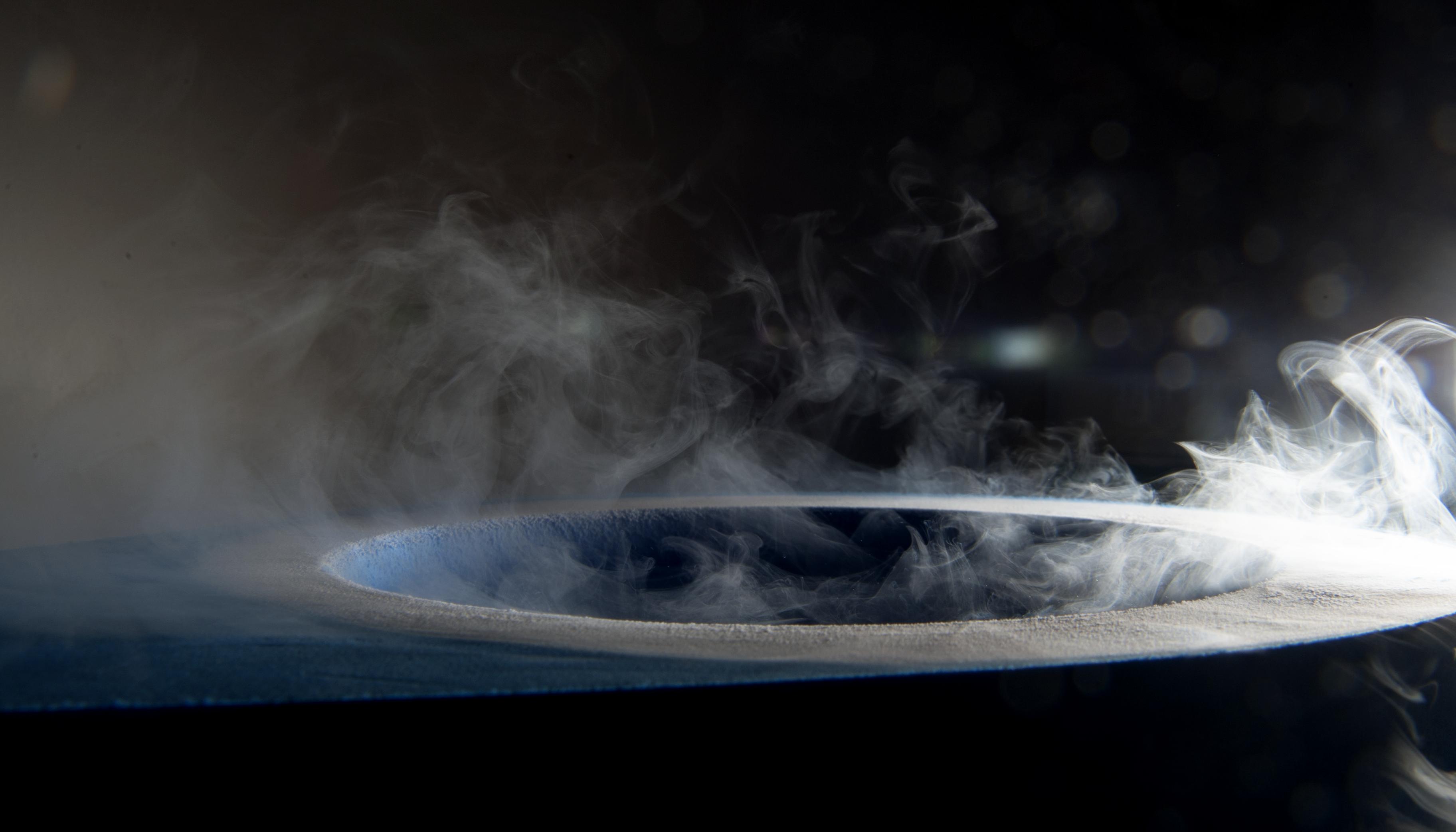 Crystal freezing in liquid N2