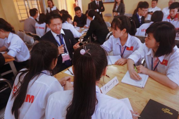 日本の大学生とインターシップ通して交流