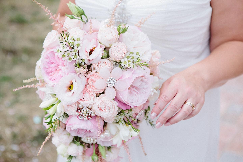 garden rose and brooch bouquet.jpg