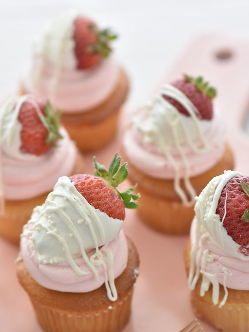 Cupcakes with Dipped Strawberries