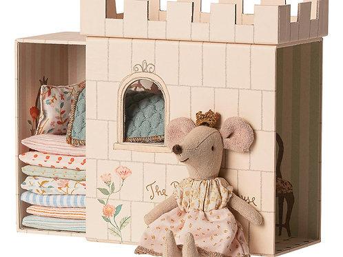 Prinzessin auf der Erbse mit Schloss