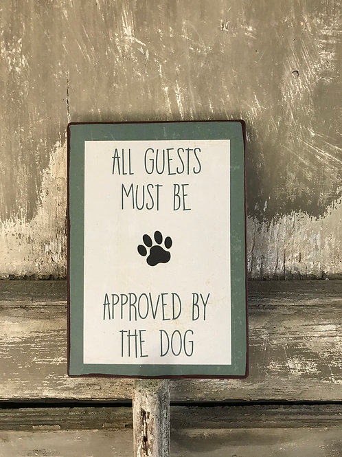 Schild:  All Guests must be approved