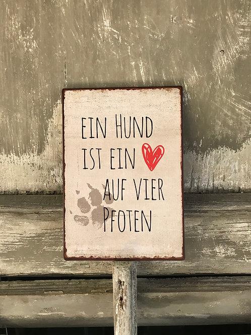 Schild: Ein Hund ist ein Herz auf vier Pfoten