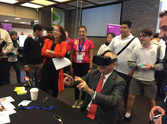 SkunkMonk showcase event - Malcolm Turnbull tries out the VR