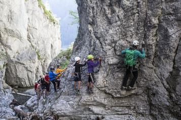 Klettern Rongg Wasserfall (c) Daniel Zan