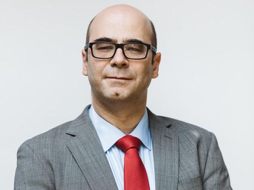 Fernando Atria sobre los fondos previsionales: El que regala es el dueño