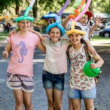 Children wearing Michael the Balloonologist creation. HMF 2018 Nicole Pinkster Photography