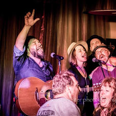 Rich Davies & the Low Road joined on stage by Abbie Cardwell. HMF 2018. Nicole Pinkster Photography