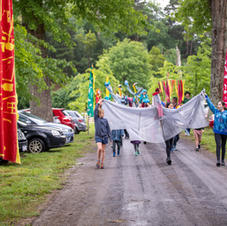 Chum Creek Primary School Students beginning the parade through the festival entrance