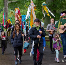 Chum Creek Primary School students opening parade with musicians. Trevor Pearson Photography.