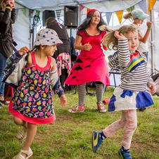 Children dancing with Bella the Bookworm. Nicole Pinkster Photography