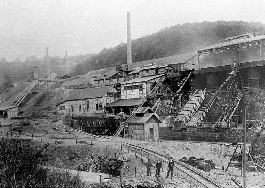 Grube Fischbacherwerk um 1885.jpg