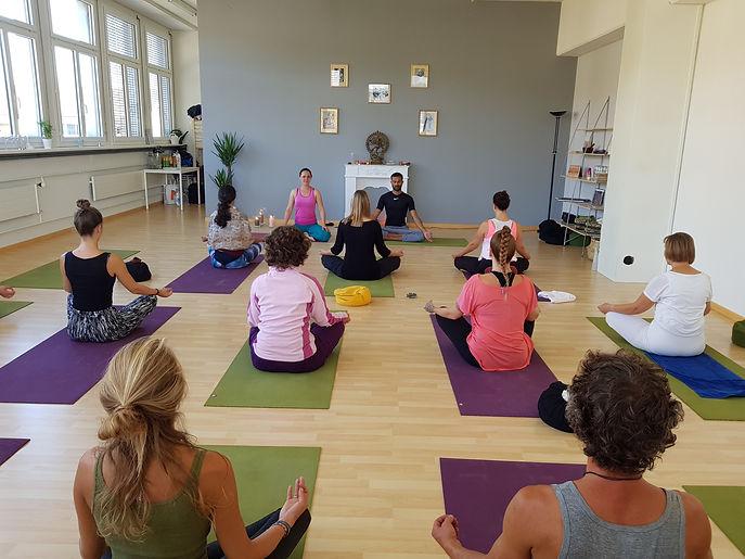 Yoga Köniz, Hatha Yoga, Yogatherapie, Ashtanga Yoga, Yoga am Morgen, Schwangerschaftsyoga, Rückbildungsyoga,Yoga Bern
