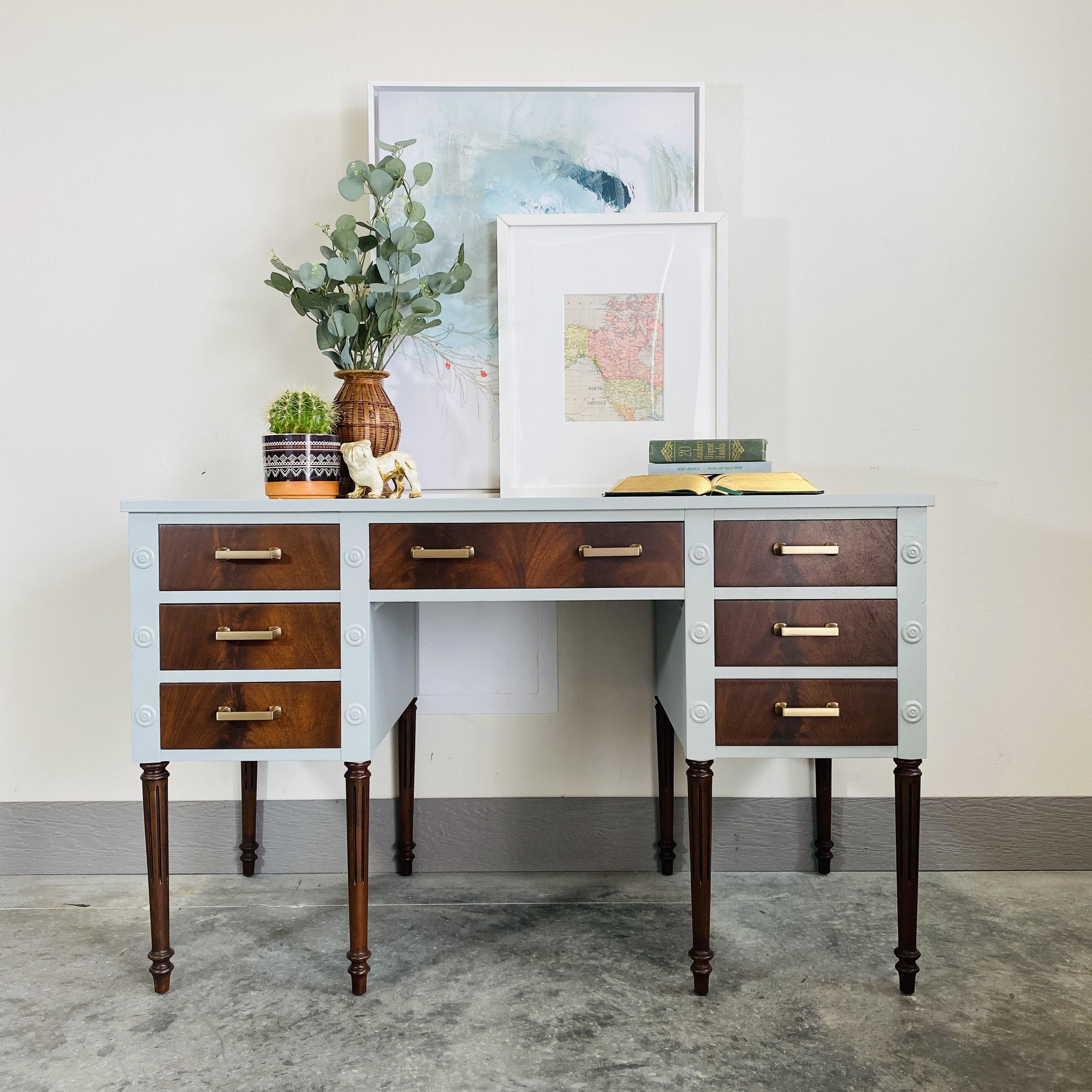 Mineral Deposit Desk