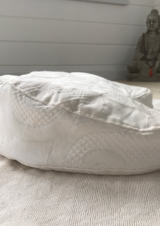 Meditation Cushions by Daya for 3 H Teachings