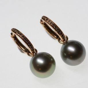 Rotgold-Creolen mit Perlen