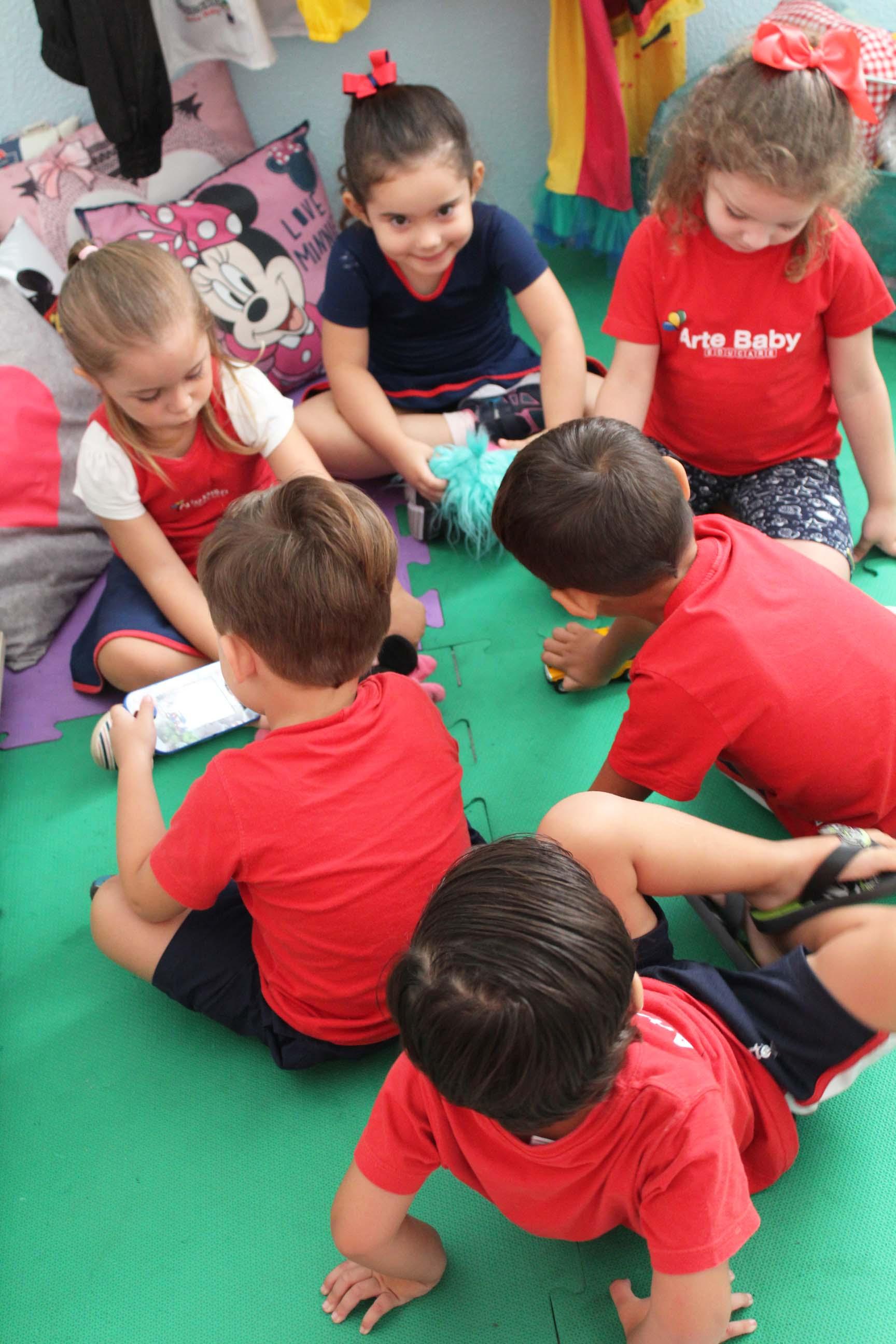 Crianças socializando