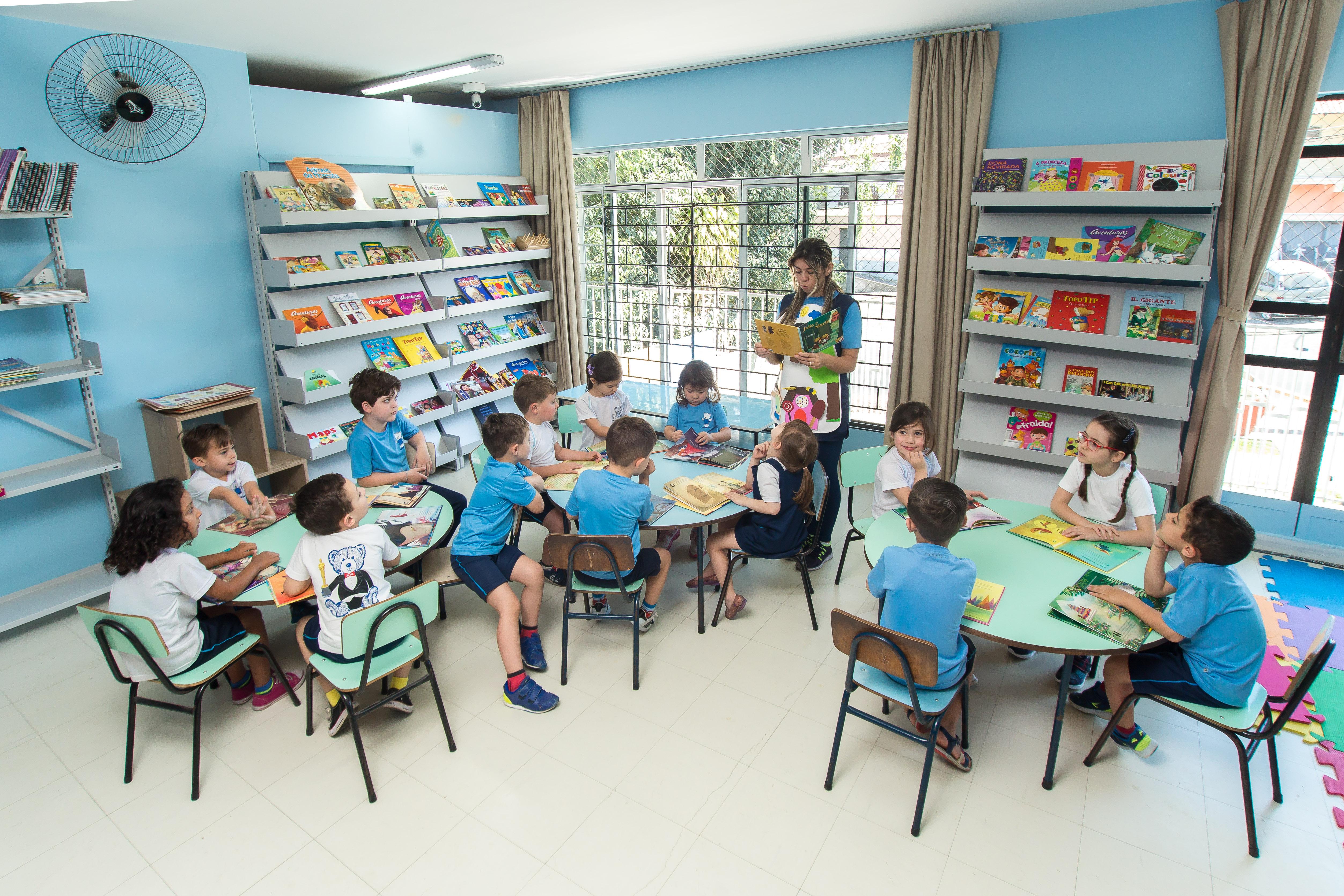 Crianças na biblioteca_2