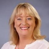 """新任部长Rosalind Spence电话问候维州华联会:""""和谐社会有你们的辛勤付出!"""""""