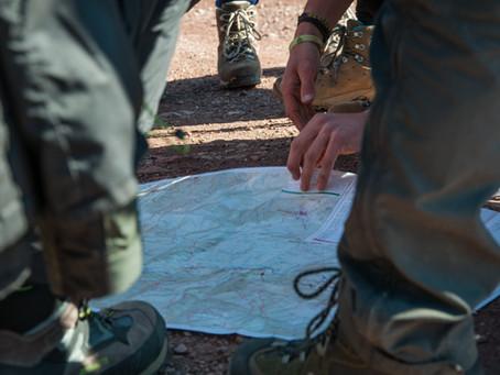 Dalle carte dei sentieri alle App di navigazione: come cambia il trekking in Toscana