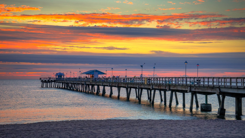 Anglin's Fishing Pier is walking distanc