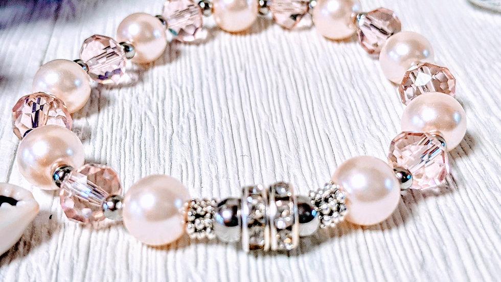Gorgeous pearl & blush beaded stretch bracelet with diamantes
