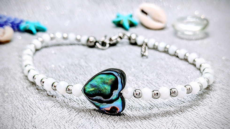Gorgeous glass beaded anklet with beautiful Abalone shell heart.