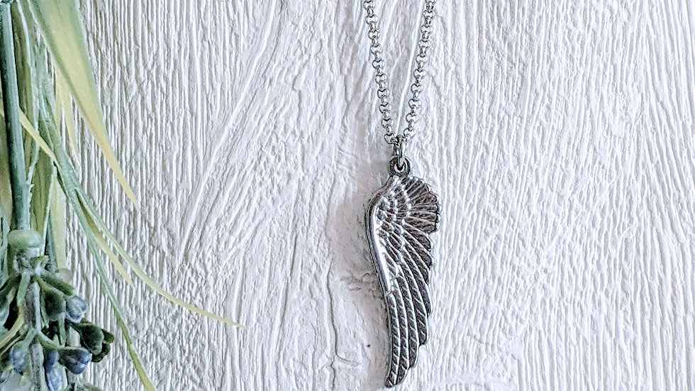 Stainless steel necklace with chunky wing pendant